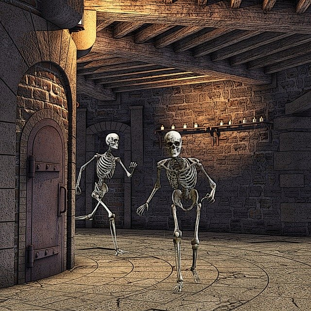 2 skeletons running in a dungeon