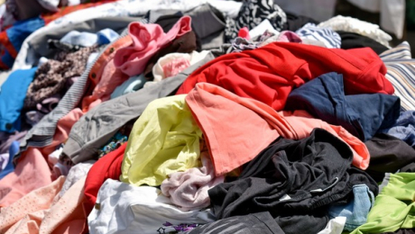 "pile of clothes Photo by <a href=""https://pixnio.com/media/clothes-colourful-many-market-marketplace""> Bicanski</a> on <a href=""https://pixnio.com/"">Pixnio</a>"